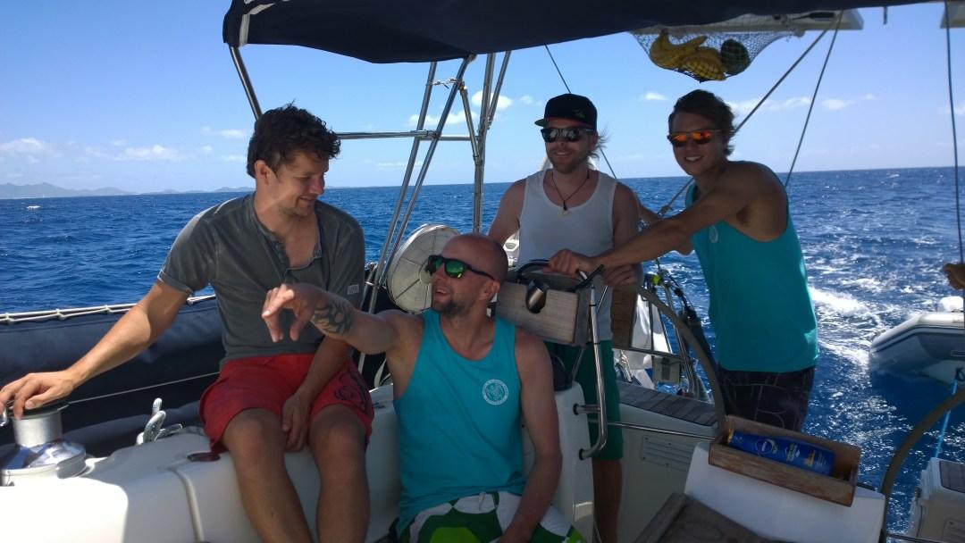 Nämä kaverit opiskeli purjehdusta meiltä ja me kiteilyä heiltä.