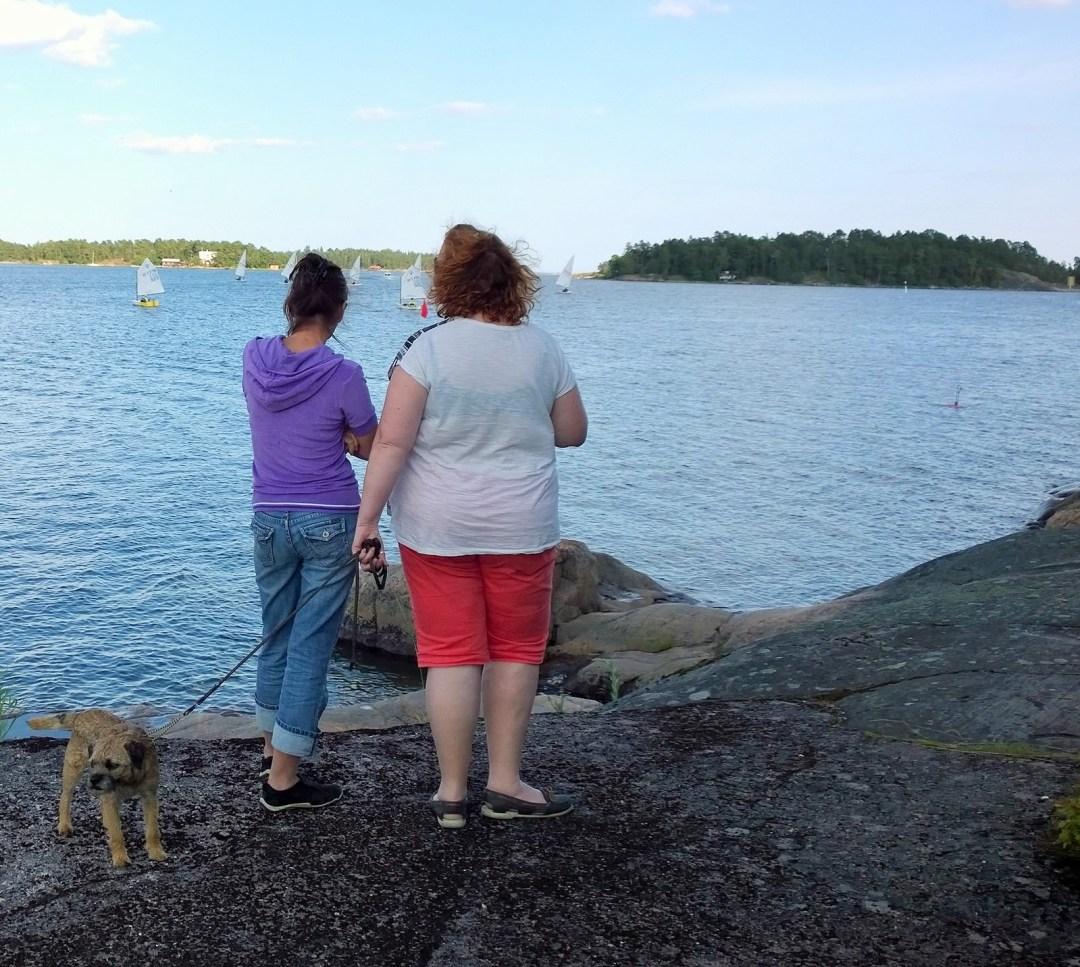 Koiratuttuja. Piuhan päässä ei ole meidän koiramme, vaan löysimme Pavenilta koiratuttuja, joiden kanssa jaamme rakkauden borderinterriereihin. Samoissa ympyröissä olen joskus kauan sitten tutustunut myös Hannaan.