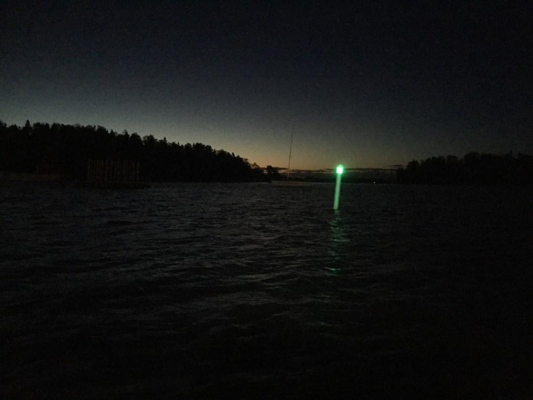 Aurinko kajastaa jo ja merimerkki loistaa!