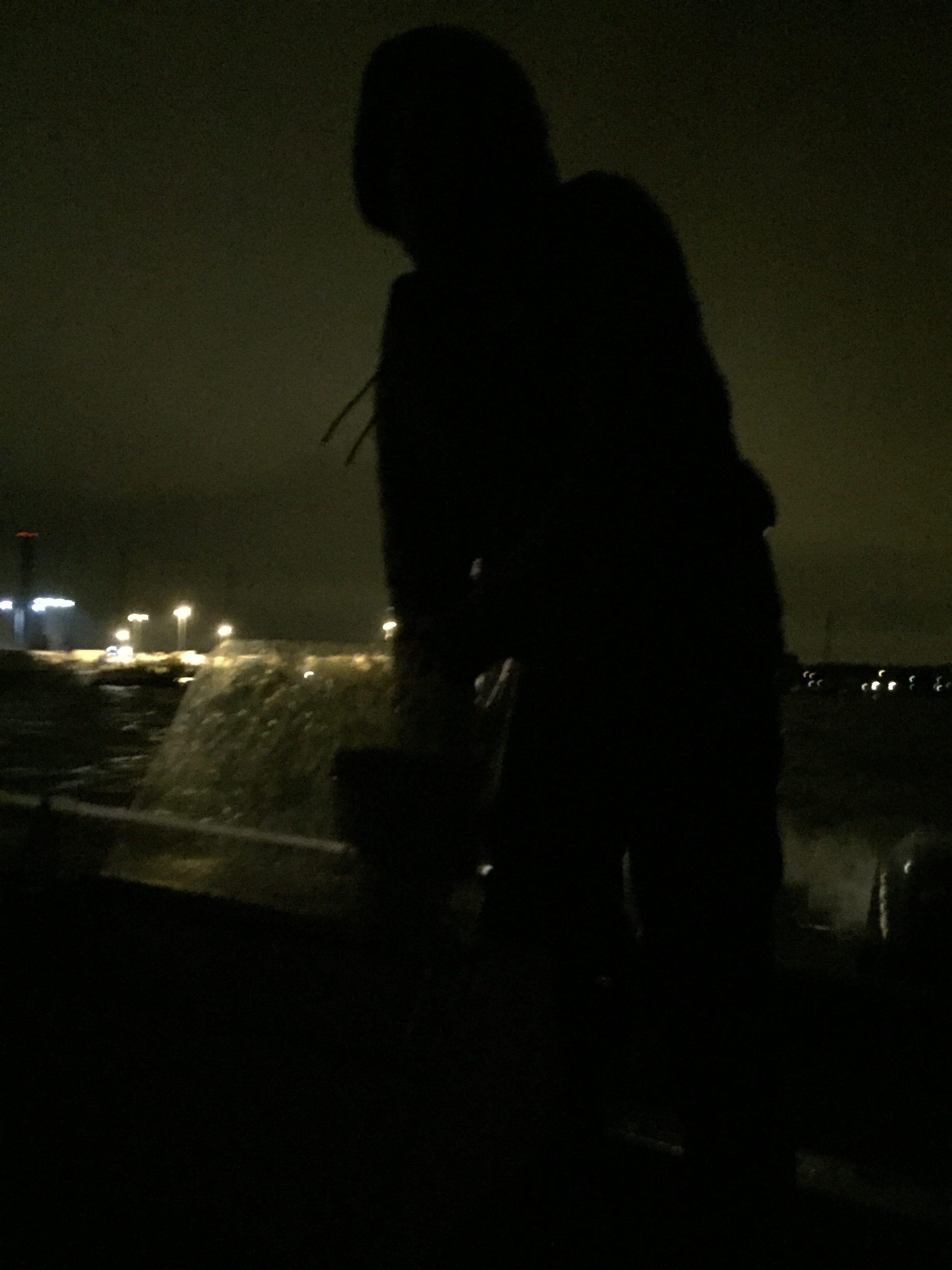 Otinhan minä sielä veneen pohjalta kuvankin. Eikö olekin hieno!