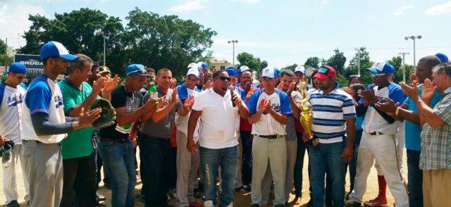 Rumaldo Báez felicidad equipo de Mata del Jobo.