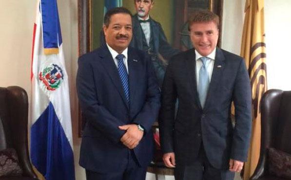 Roberto Rosario - Presidente JCE y James Brewster - Embajador USA. (Foto: FE).