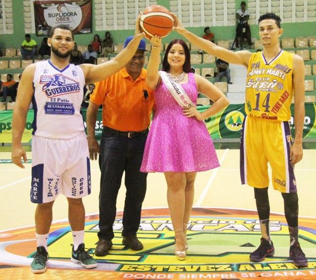 Acompañado del presidente de ABASARO, Modesto Taveras (centro), está Marlyn Vargas, Leandro Hidalgo (derecha), Alan Saint-Hilaire (Izquierda).