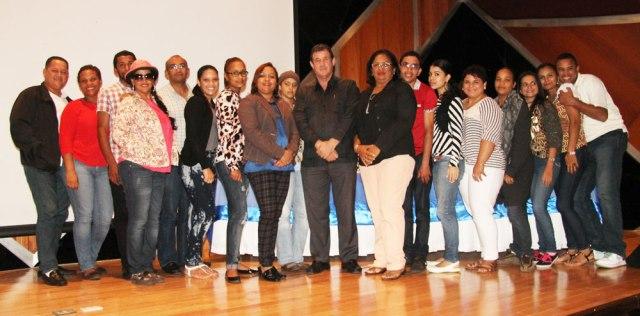 En centro de los estudiantes de comunicación los profesores: Nelly Then y Ángel Ruiz Benzan - Periodista.