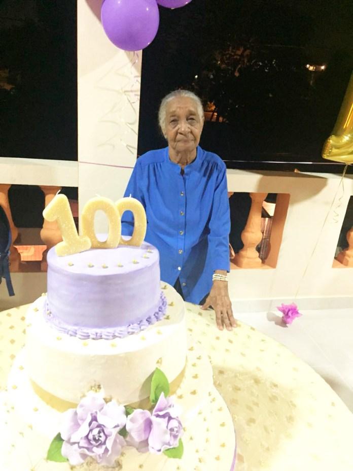 Doña Ana Tíneo celebra sus 100 años de vida