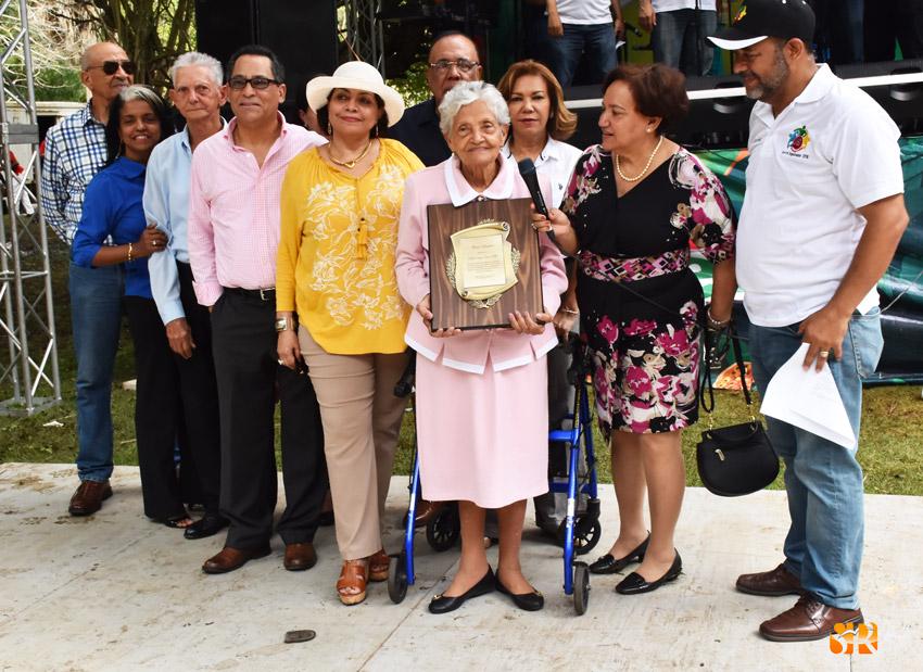 Comité organizador X Abrazo Sabanetero reconoce a Doña Fella