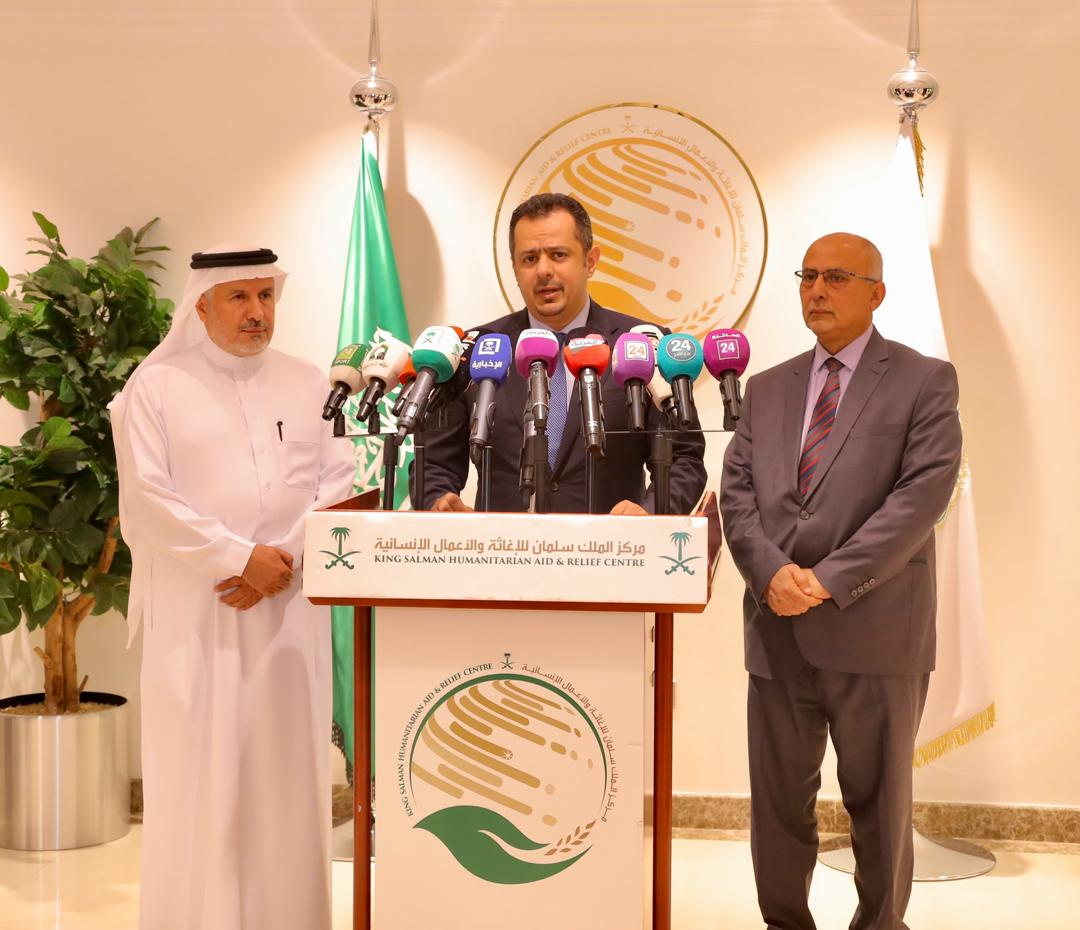 رئيس الوزراء يزور مركز الملك سلمان للإغاثة والأعمال الإنسانية