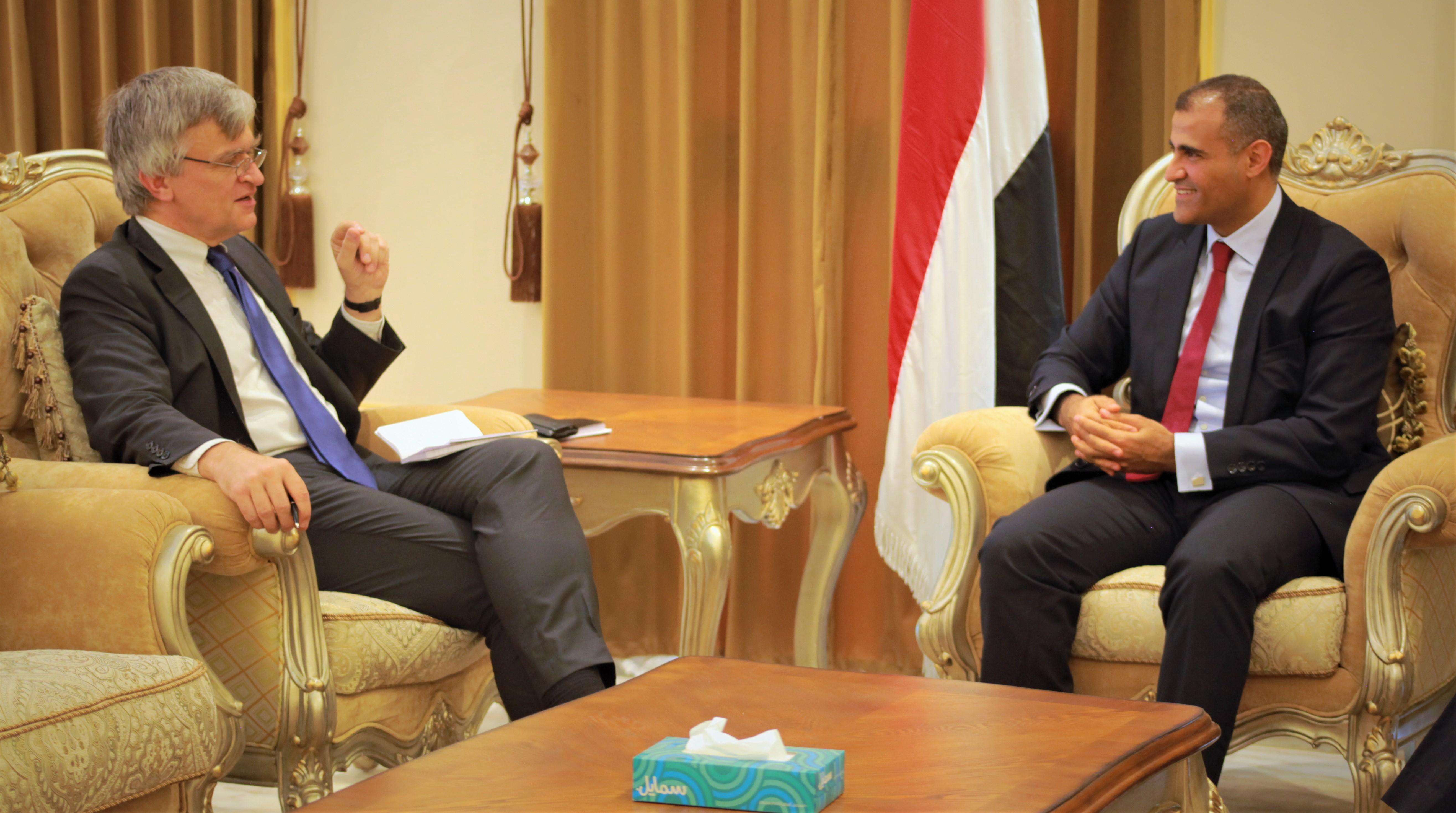 نائب وزير الخارجية يؤكد حرص الحكومة الدائم على السلام وفقاً للمرجعيات الثلاث