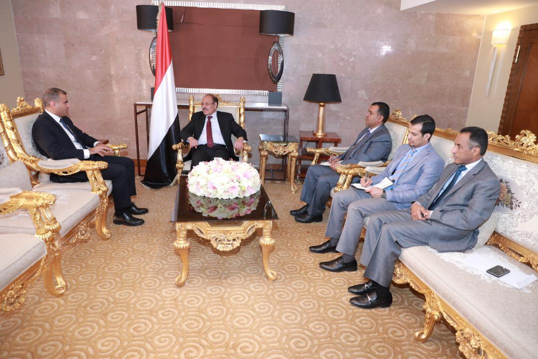 نائب الرئيس يطلع على جهود ترتيبات ديوان عام وزارة الخارجية في عدن