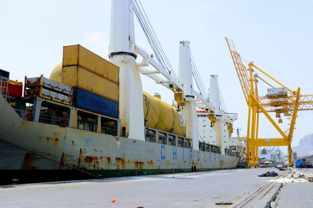 وصول معدات خاصة بمحطة الكهرباء الجديدة إلى ميناء عدن