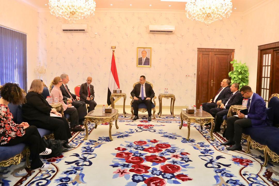 رئيس الوزراء يستقبل السفير الأمريكي في عدن