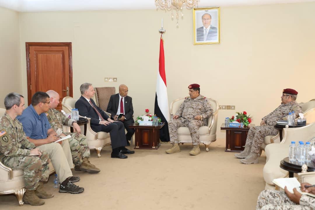 رئيس هيئة الأركان يلتقي السفير الأمريكي لدى اليمن