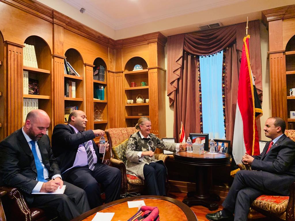 وزير الإعلام يبحث مع منسقة الشؤون الانسانية سبل إيصال المساعدات الغذائية للمحتاجين