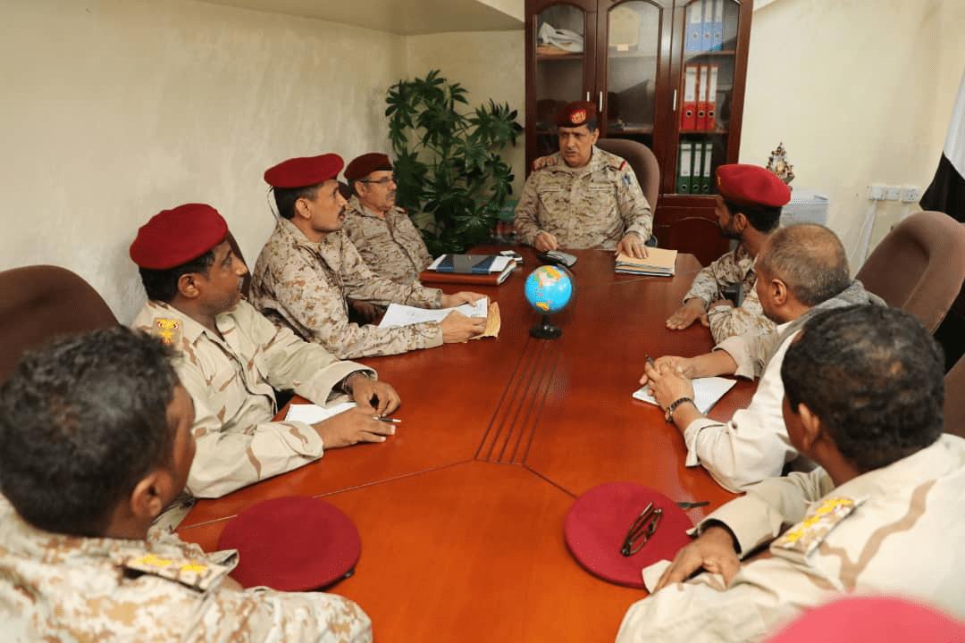 رئيس الأركان يوجه باستكمال دمج المقاومة التهامية في الجيش الوطني