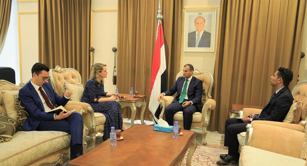 الحضرمي  يلتقي القائم بأعمال السفير البريطاني لدى اليمن