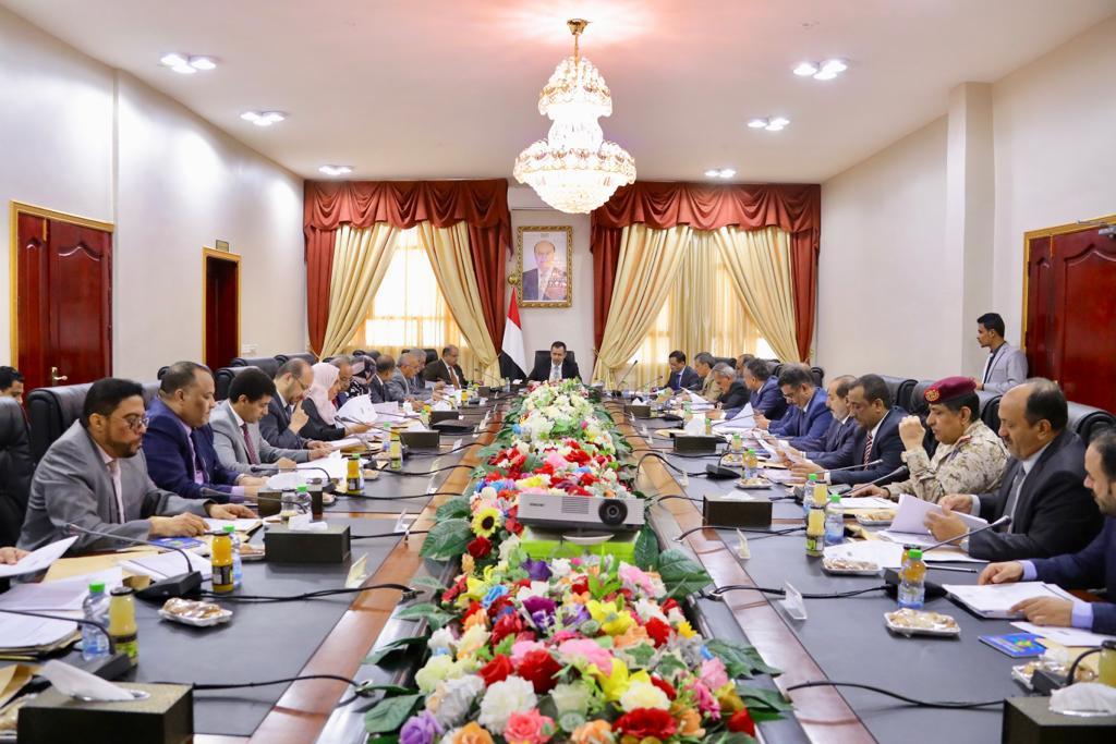 مجلس الوزراء يناقش في اجتماع استثنائي تعزيز العلاقة مع شركاء اليمن في التنمية