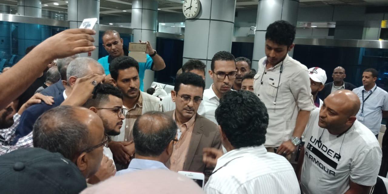 مارم والشريف: الحكومة تقوم بترتيبات لنقل ركاب طائرة اليمنية من القاهرة إلى عدن