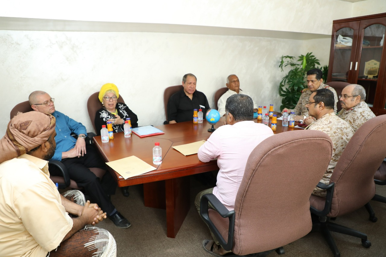 Photo of رئيس الأركان يؤكد على أهمية تحسين أداء الخدمات الطبية في المرافق العسكرية