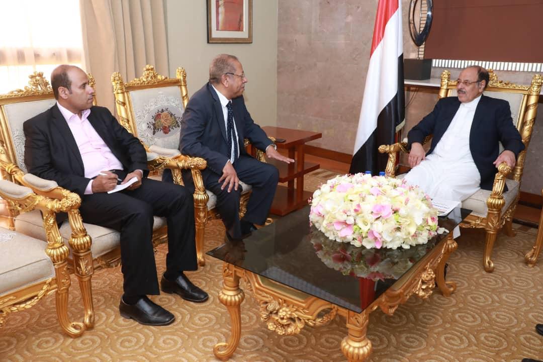 نائب رئيس الجمهورية  يستمع إلى شرح عن أوضاع الجاليات اليمنية في الدول الشقيقة والصديقة