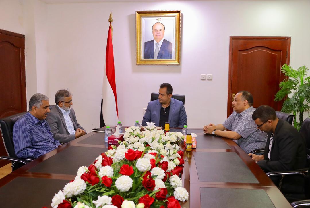 رئيس الوزراء يستقبل يلتقي مدير برنامج الغذاء العالمي لدى اليمن