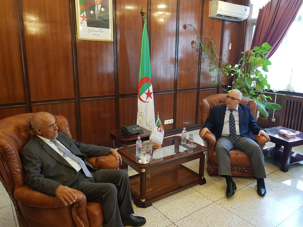 بحث إعادة تفعيل التعاون بين اليمن والجزائر بالمجالات الصحية والإنمائية