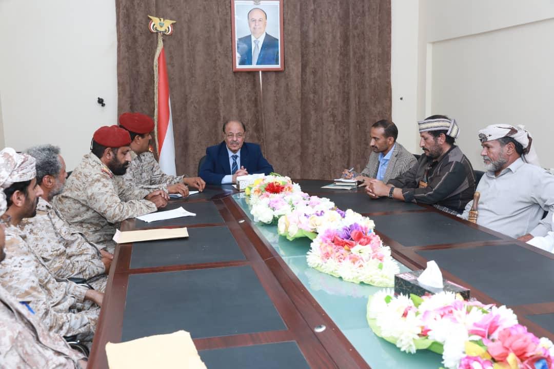 نائب رئيس الجمهورية يناقش أوضاع الوحدات العسكرية لمحور بيحان