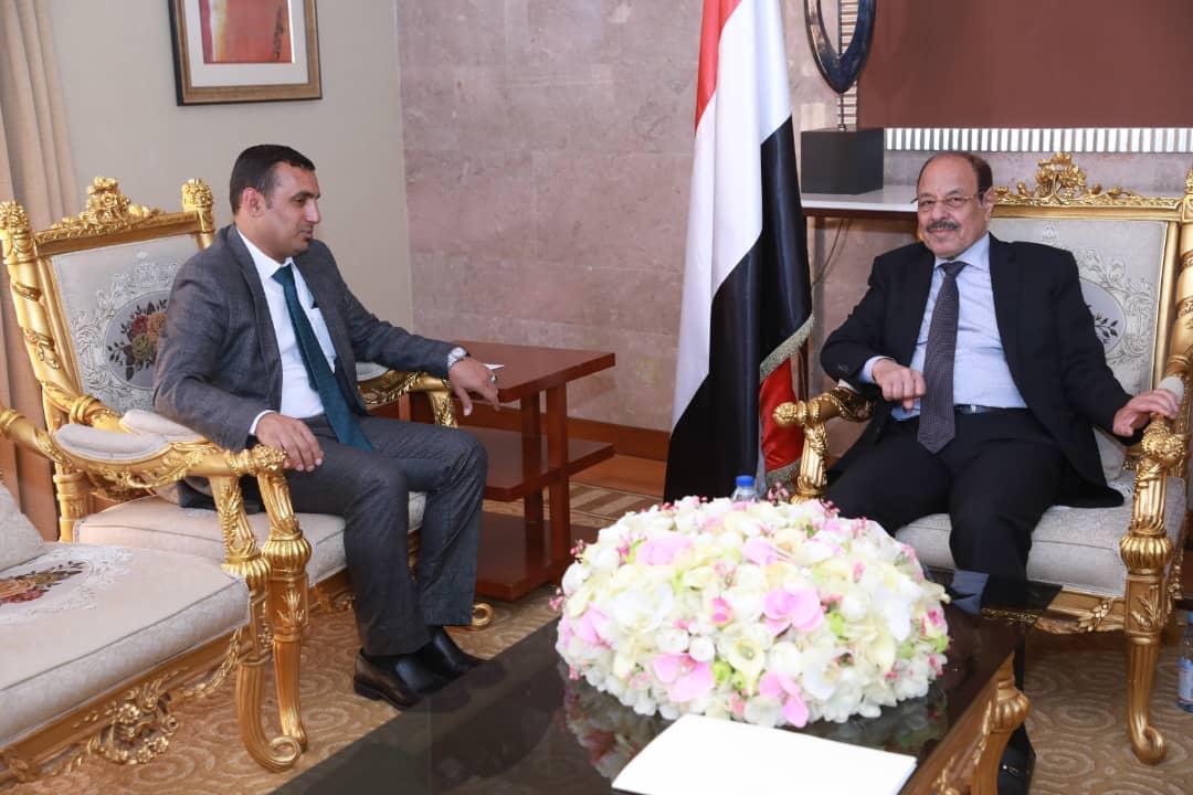 نائب رئيس الجمهورية يلتقي محافظ محافظة سقطرى