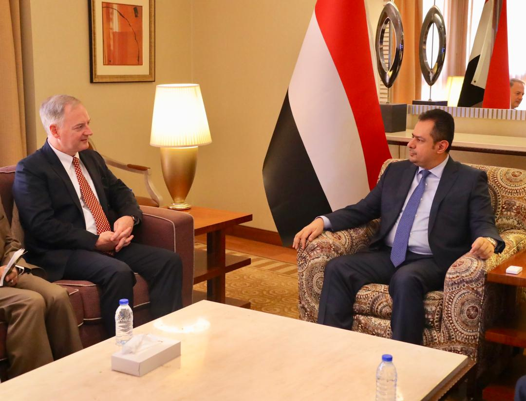 رئيس الوزراء يؤكد ان التصعيد الحوثي هروب من استحقاقات السلام
