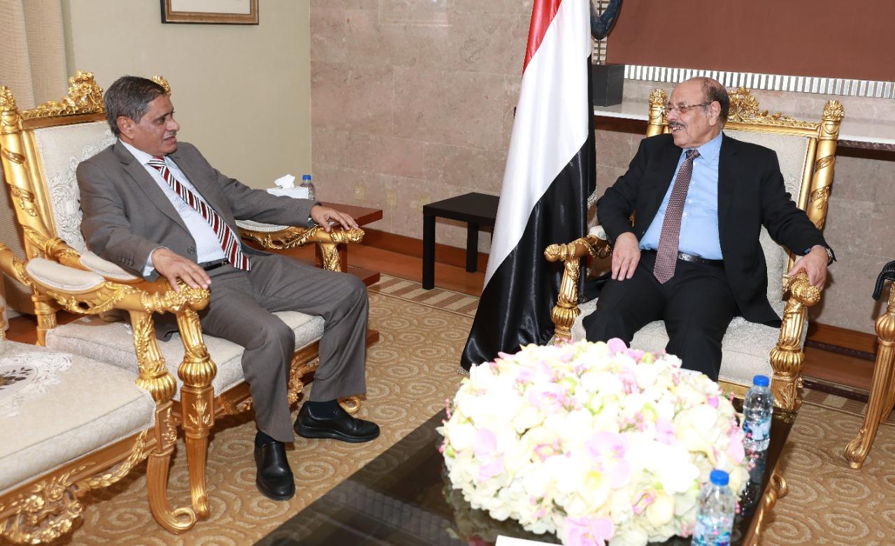 Photo of نائب الرئيس يستمع من محافظ حضرموت إلى مستجدات الأوضاع في المحافظة