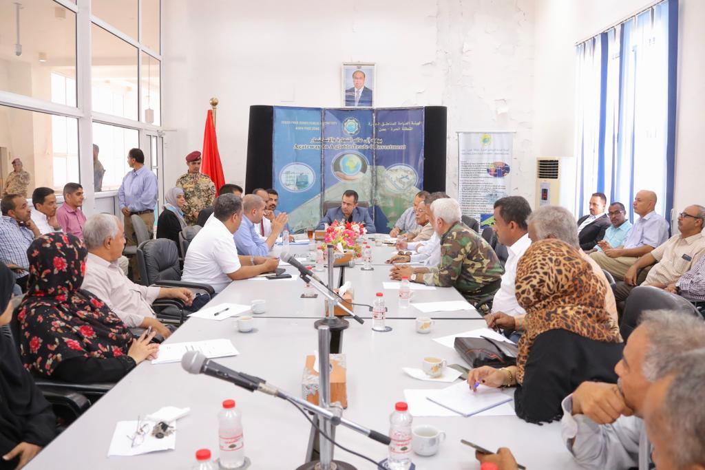 رئيس الوزراء يشدد على الدور الحيوي والمحوري لميناء عدن والمنطقة الحرة للنهوض بالقطاع الاقتصادي