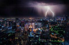 Picos de Energia: Entenda por que eles Acontecem e Proteja Seus Aparelhos