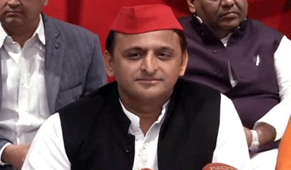 Akhilesh Yadav Tears Into Yogi Government Over Saffronisation of Haj House