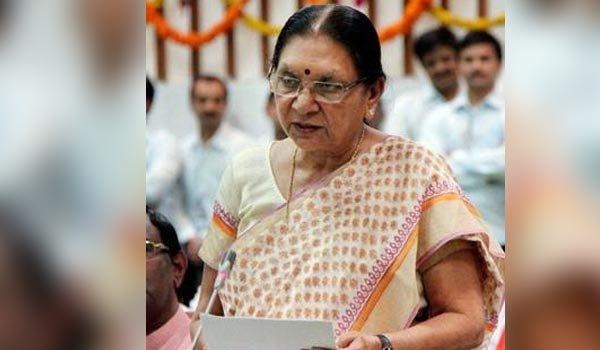 ex gujarat CM anandiben patel takes oath as Governor of Madhya Pradesh