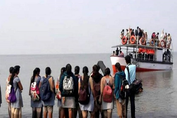 A boat loaded with students in Maharashtra, 32 were rescued