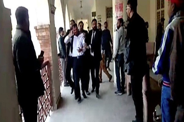 Firing out of court in Lahore, 2 lawyers death