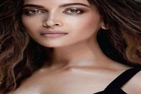 Trolls about Deepika's nose shap, gave a befitting reply