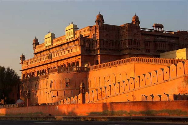 Tourists coming to Bikaner are also lost. Here in the fun, know about the major tourist destinations.