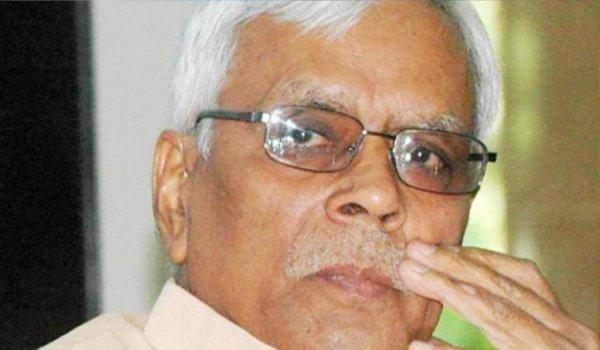Shivanand Tiwari attacks nitish kumar says Bihar mai nalayak sarkar