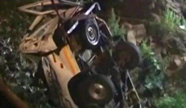 three killed eight injured as jeep falls into gorge in Nainital