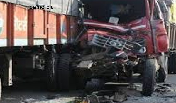 driver dies ad Two trucks collide in Rajsamand