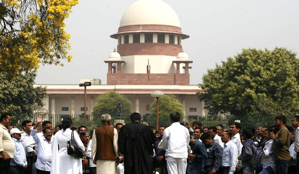 supreme court orders floor test in Karnataka assembly at 4 pm on Saturday