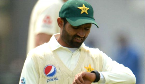 ICC orders Pakistan to ditch smartwatches during play