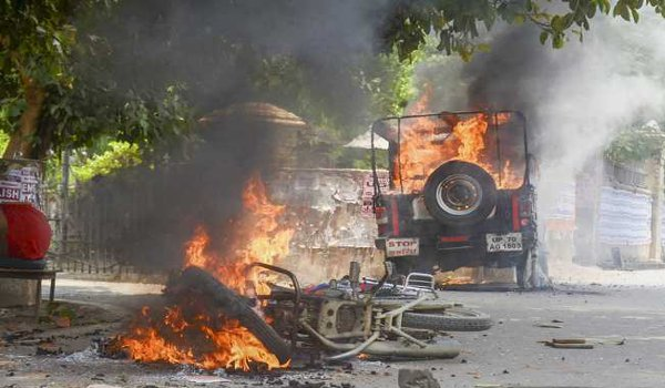 Student protest in Allahabad turns violent; vehicles set on fire
