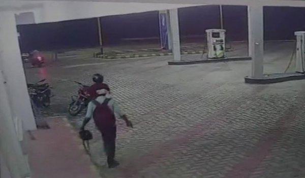 Miscreants loot petrol pump in hardoi, 2 people shot
