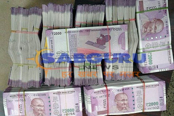 100 kg of gold and 10 million cash seized in Lucknow