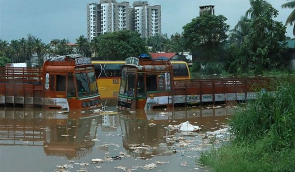 india monsoon floods kill 164 in Kerala