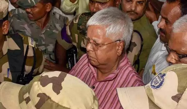 fodder scam case : lalu Prasad Yadav surrenders before CBI court in ranchi