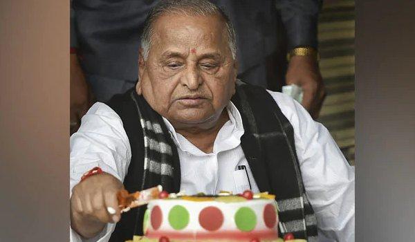 mulayam singh yadav's 80th birthday celebrated by akhilesh, shivpal yadav separately