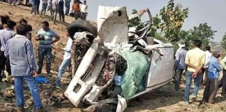 nine killed in road accident near malthon in Madhya Pradesh