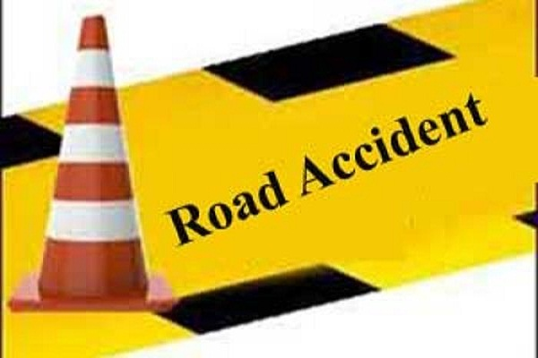 Four people of same family died in road accident in Khammam